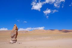 Moines en pierre de Pacana de formation, Monjes De La Pacana, la pierre indienne, près de Salar De Tara, réserve nationale de fla Photo libre de droits