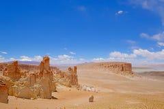 Moines en pierre de Pacana de formation, Monjes De La Pacana, la pierre indienne, près de Salar De Tara, réserve nationale de fla Photos stock