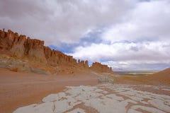 Moines en pierre de Pacana de formation, Monjes De La Pacana, la pierre indienne, près de Salar De Tara, réserve nationale de fla Image libre de droits