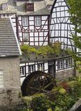 Moinho de água histórico em Monschau, Alemanha fotografia de stock