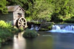 Moinho de madeira velho da roda de água, HDR Fotos de Stock Royalty Free