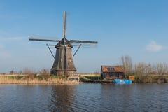 Moinho de vento cobrido com sapê octogonal em Kinderdijk Países Baixos Imagem de Stock Royalty Free