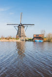 Moinho de vento cobrido com sapê octogonal em Kinderdijk Países Baixos Foto de Stock