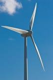 Moinho de vento com o céu azul brilhante (1) Fotos de Stock Royalty Free