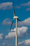 Moinho de vento com o céu azul brilhante (3) Fotografia de Stock Royalty Free