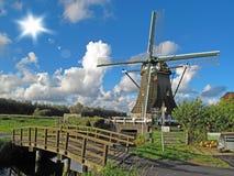 Moinho de vento com ponte de madeira Imagens de Stock Royalty Free