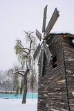 Moinho de vento congelado no inverno Fotos de Stock Royalty Free