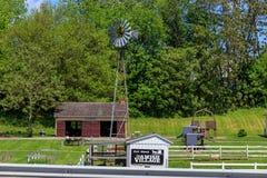 Moinho de vento da vila de Amish imagem de stock