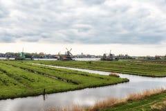 Moinho de vento de madeira velho holandês tradicional em Zaanse Schans - museu Fotografia de Stock Royalty Free
