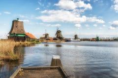 Moinho de vento de madeira velho holandês tradicional em Zaanse Schans - museu Imagens de Stock