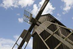 Moinho de vento do baixo ângulo Fotografia de Stock