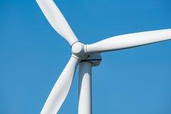 Moinho de vento e o céu azul Imagem de Stock Royalty Free