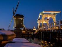 Moinho de vento e ponte de tração em Leiden Fotos de Stock