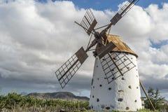 Moinho de vento em Fuerteventura fotografia de stock