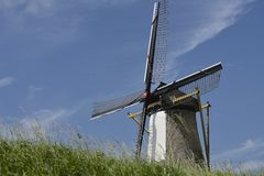 Moinho de vento em Willemstad, os Países Baixos Fotografia de Stock Royalty Free