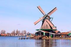 Moinho de vento em Zaanse Schans, vila tradicional, Países Baixos, Holanda norte Fotos de Stock Royalty Free