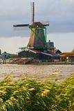Moinho de vento em Zaanseschans, Holland Fotografia de Stock Royalty Free