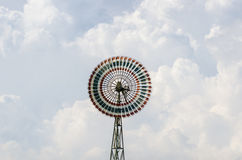 Moinho de vento entre a nuvem foto de stock royalty free