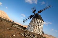 Moinho de vento espanhol em Fuerteventura imagens de stock