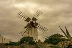 Moinho de vento espanhol feito da pedra imagem de stock royalty free