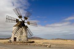 Moinho de vento histórico em Fuerteventura, Ilhas Canárias Imagens de Stock