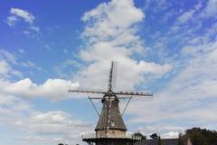 Moinho de vento holandês típico perto de Veldhoven, Brabante norte da farinha Fotografia de Stock Royalty Free