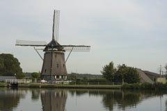 Moinho de vento holandês tradicional, perto de Amsterdão, Países Baixos Imagens de Stock Royalty Free