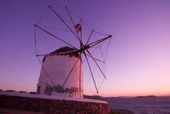 Moinho de vento na ilha de Mykonos Fotos de Stock
