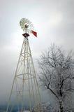 Moinho de vento na neve imagens de stock royalty free