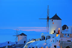 Moinho de vento na vila de Oia em Santorini Foto de Stock Royalty Free