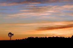 Moinho de vento no alvorecer no Arizona Imagem de Stock Royalty Free