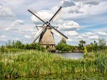 Moinho de vento no campo, Países Baixos Fotografia de Stock Royalty Free