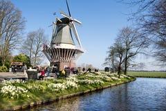 Moinho de vento no jardim de Keukenhof imagem de stock royalty free