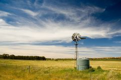 Moinho de vento no país Fotos de Stock Royalty Free