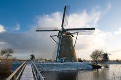 Moinho de vento no wintertime imagens de stock royalty free