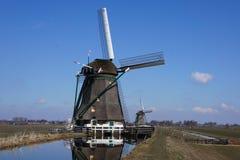 Moinho de vento perto de Aarlanderveen nos Países Baixos Fotografia de Stock Royalty Free