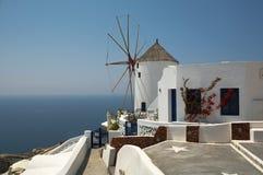 Moinho de vento Santorini Greece do hotel fotos de stock royalty free