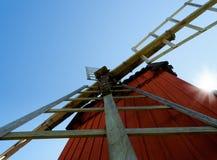 Moinho de vento sueco pintado vermelho tradicional imagem de stock