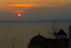 Moinho de vento típico em Santorini imagem de stock royalty free