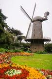 Moinho de vento usado historicamente para a água de bombeamento para a irrigação de Golden Gate Park, San Francisco, Califórnia fotografia de stock royalty free