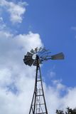 Moinho de vento velho da exploração agrícola Imagens de Stock