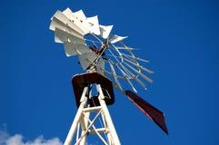 Moinho de vento velho do rancho foto de stock royalty free