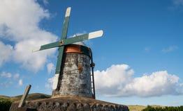Moinho de vento velho em Açores Foto de Stock