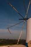 Moinho de vento velho em Portugal foto de stock royalty free