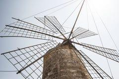 Moinho de vento velho em Sicília Foto de Stock Royalty Free