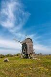 Moinho de vento velho na mola, Suécia Foto de Stock
