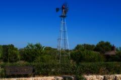 Moinho de vento velho no campo fotografia de stock royalty free