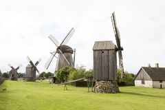 Moinho de vento velho no centro da cultura da herança de Angla, Estônia fotos de stock royalty free