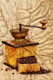 Moinho e feijões de café no estilo do grunge Imagem de Stock Royalty Free