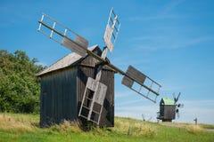 Moinho no campo de trigo Imagens de Stock